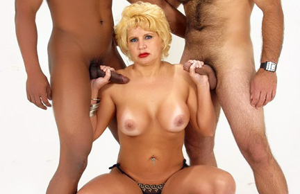 MILF Amanda MMF three some