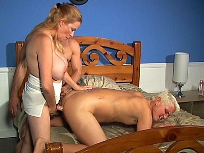 Big Tit bi sexual Threesome